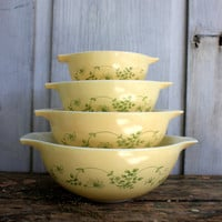 set of 4  pyrex mixing bowls // vintage 'cinderella' bowls // SHENANDOAH pattern // early 80s