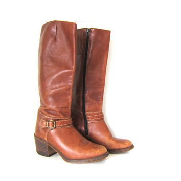 Vintage tall leather fall boots. brown riding boots. zipper buckle boots. chunky wooden heels. cowgirl western boots. womens size 7.5