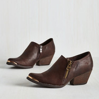 Minimal Dignified Stride Bootie in Mocha