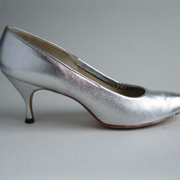 Vintage 1960s Silver Shoes High Heel Stiletto Bridal Fashions Size 7