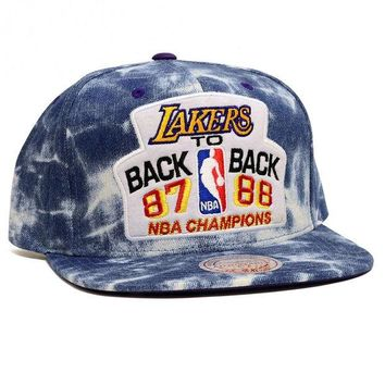ONETOW Mitchell & Ness Los Angeles Lakers Back to Back Snapback In Acid Wash