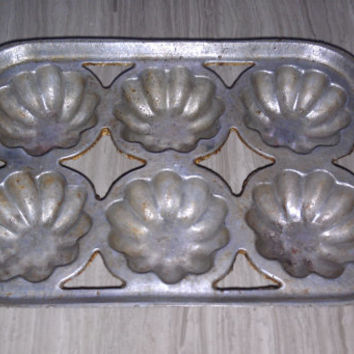 Vintage Muffin Tin Cast Aluminum - Primitive Mini Bundt Cake Pan Country Kitchen Rustic Bakeware Mid Century Cookware