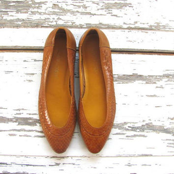 vintage leather woven flats // loafers shoes // women's size 7.5