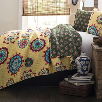 Full / Queen Yellow Green Blue Paisley Geometric 100-percent Cotton 3 Piece Quilt Coverlet Bedspread Set