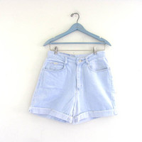 STOREWIDE SALE...Vintage 80s faded blue jean shorts. high waisted shorts. women's size 10 M