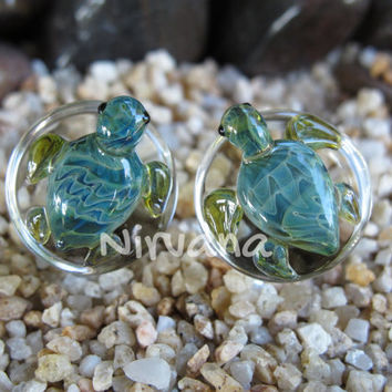 """Pyrex Glass Exotic Green Turtle Plugs  2g 0g 00g 7/16"""" 1/2"""" 9/16"""" 5/8"""" 3/4"""" 1"""" 6.5 mm 8 mm 10 mm 12 mm 14 mm 16 mm 18 mm 20 mm 22 mm 25 mm"""