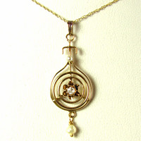 Art Deco Lavalier with Diamond and Pearls in Yellow Gold