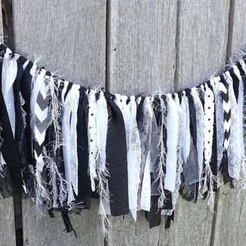 Black and White Garland, Fun Fur and Fabric Party Banner, 3 Ft Wall Decoration, Wedding Backdrop, Birthday Party Photo Prop, Eclectic