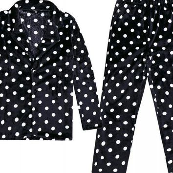 C| Chicloth Men Velvet Dot Print Long Sleeve Pajamas Sets
