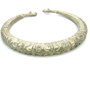 Cuff Necklace. Tribal Torque Necklace. Ethnic Nomad India Kashmir Nepal Neck Ring. Bohemian Style Collar. Silver Metal Vintage Jewelry.