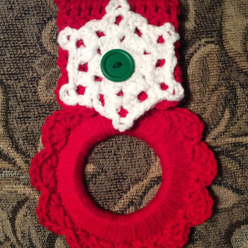 Snowflake kitchen towel holder, Christmas towel hanger, hand crochet, stocking stuffer, Christmas decoration, party favor, game prize, gift