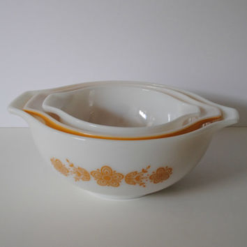 PYREX Butterful Gold Set of 3 Cinderella Mixing Bowls - (#500.68)