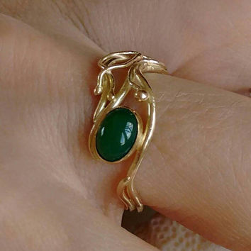 Gold ring - Green stone - Chrysoprase ring - artisan ring - Delicate unique engagement ring - size 7 1/2 - Green gemstone Ring - feelings .