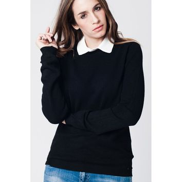 Black jersey with contrast collar