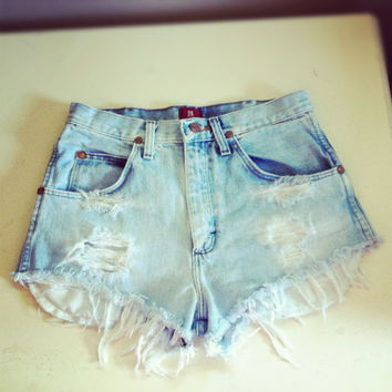 Vintage high waisted Wrangler's light denim shorts