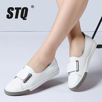STQ 2017 Autumn women flats ladies slip on flat loafers shoes casual sneakers boat shoes black white oxfords for women 718