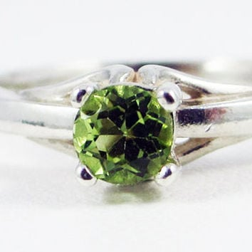 Sterling Silver Peridot Solitaire Ring, August Birthstone Ring, Peridot Gemstone Ring, Sterling Silver Solitaire Ring, Peridot Solitaire