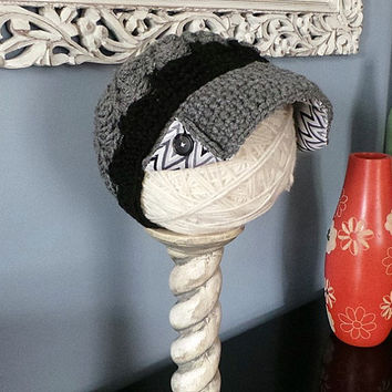 Gray, black and white ladies newsboy hat with chevron fabric brim lining, side button brim and tortoise shell buttons