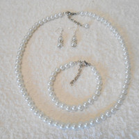 Pearl necklace, Beautiful white pearl set, great for gift and every other occasion