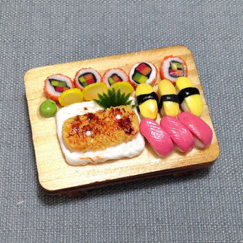 Japanese Sushi Set Miniature Clay Polymer Food Supply Asia Sushis Fish Cute Tiny Small Dish Wood Tray Display Dollhouse Jewelry Supplies