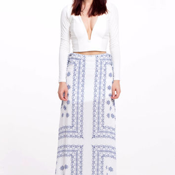 (alr) Plunging long sleeves cropped white top