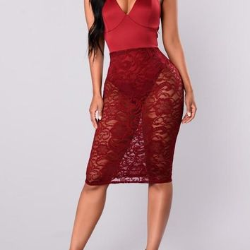 Burgundy Patchwork Sheer Lace Tie Back Backless Bodycon Deep V-neck Party Midi Dress