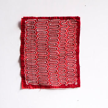1970's Mola Hand Embroidered Squiggle Cotton Patchwork Kuna Ethnic Folk Art Red Patch Textile Square Panel