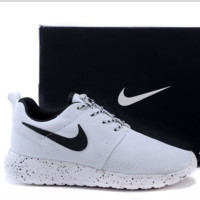 Nike roshe run couple light sports leisure net surface breathable Olympic running shoes white (white starry sky soles)