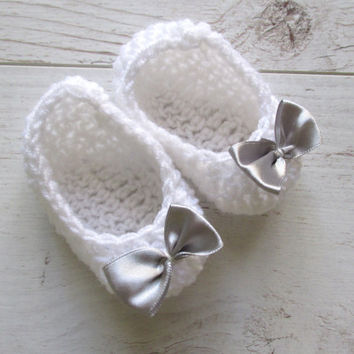 Crochet baby shoes crochet booties  Silver Bow Crochet Booties Baby ballerina slippers christening shoes  baby shoes white baby booties