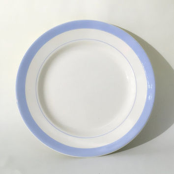 Set of 5 Soviet dinner plates from the mid 1970s from the Konakovo Porcelain Factory, Russia