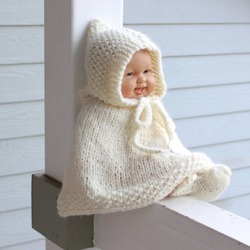 Knit baby poncho booties set. Alpaca merino wool blend. Off white. 6-12 months.  Baby shower gift. Handmade. Photo prop. Children clothing