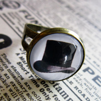 Vintage Top Hat Cabochon Ring by DubiousDesign on Etsy