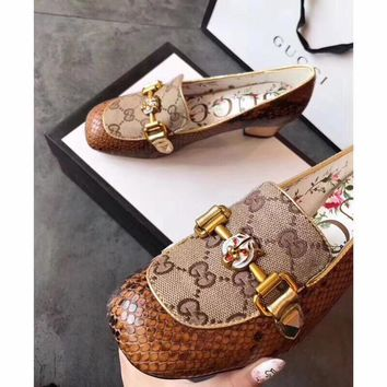 New Arrivals Top Quality GUCCI GG Bee Slip-On Women Fashion Leather Rivet Pointed Toe Flats Shoes BEIGE