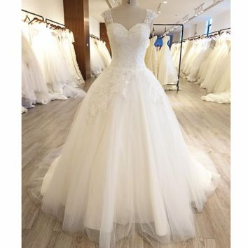 Keyhole Back Ball Gown Wedding Dress Tulle Layer Lace Appliqued Beaded Bridal Gown