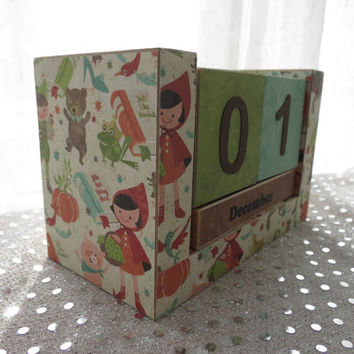 Perpetual Wooden Block Calendar - Red Riding Hood Big Bad Wolf Three Pigs - Fairy Tale