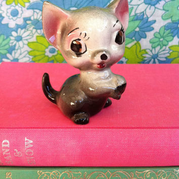 Vintage cat figurine!! Cute, kitsch, retro, made-in-Japan, china kitty cat! MeOw!