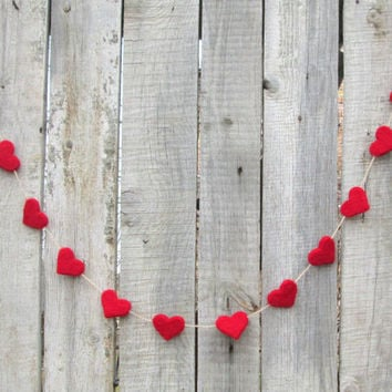 Red Hearts Garland Felted Red Hearts Winter wonderland Party Banner Holiday Home Decor Wedding Garland Baby Shower Valentines day banner
