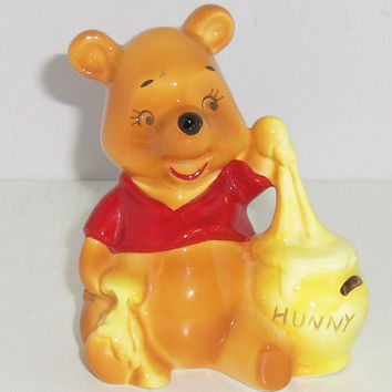 Vintage Walt Disney Productions Winnie The Pooh And Honey Pot Figurine Retro