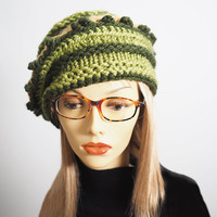 Green knit beanie - Ready to ship - Chunky knit beret - Knit pillbox hat - OOAK gold & green toque - Green crochet cloche - Woman winter hat