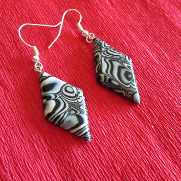black and white earrings,wearable art,black polymer clay earrings,polymer clay jewelry,gift for her,affordable,black artisan earrings,retro