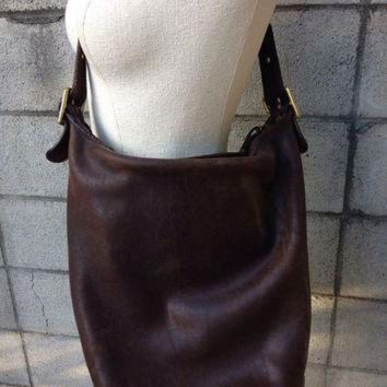 Brown Coach Purse Vintage 1980s Distressed Leather Handbag Nyc New York City Huge Buck - Beauty Ticks