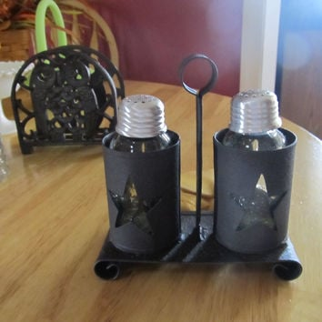 Star salt and pepper holder