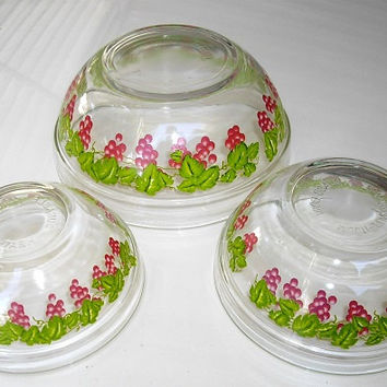 Vintage Pyrex Style Glass Nesting Bowls, Set of Three Durable Heat Resistant, Grapevine Transfer Print on Clear Glass