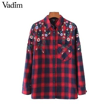 Vadim women floral embroidery red plaid shirts pocket long sleeve side split blouses ladies vintage casu wear tops blusas LT2278
