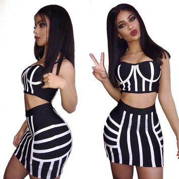 ONETOW Monochrome Line Crop Top and Skirt Set