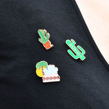 1 PCS Free Shipping Cactus Beach Style Brooch Cactus Badge Metal Pins Cartoon Plant Brooches Button on Badges