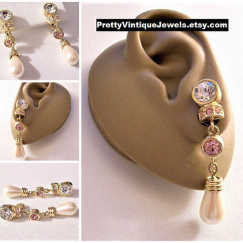 Monet Pink Bezel Crystal Teardrop Pearl Clip On Earrings Gold Tone Vintage Long Ribbed Accent Rings Comfort Paddles Brushed Backs