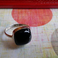 Black Onyx Natural Gemstone Semi Precious Stone Cushion 925 Sterling Silver Ring Ladies Size 7.5 Vintage Boho Mod Retro Statement Cocktail