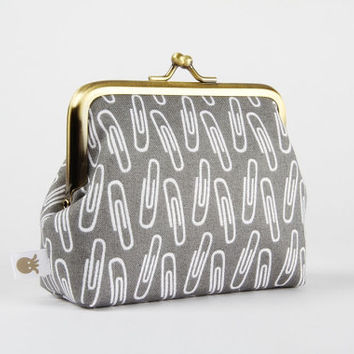 Deep dad - Paper clips on grey - metal frame purse