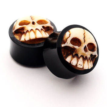 Pair of Horn Plugs with Skull set gauges PICK SIZE organic